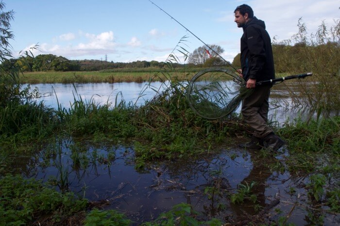 Flooded river rishing tips Hampshire Avon pike